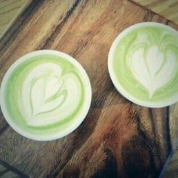 Green Tea Latte is a tasty alternative for both heavy duty coffee drinkers and tea fans.