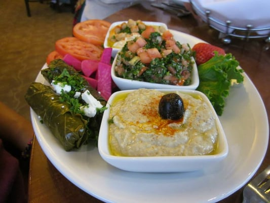 Mediterranean vegetarian (Middle Eastern) platter (they call this an ...