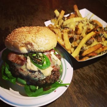 El Chappo - aged beef patty, smoked bacon, roasted jalapeños, blue cheese and aioli