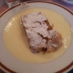 Apfelstrudel with vainile