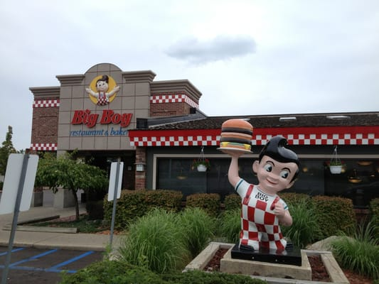Located on the main strip of Mount Pleasant, Big Boy offers daily specials and weekend buffets. Can seat a group up to people in the Garden Room.