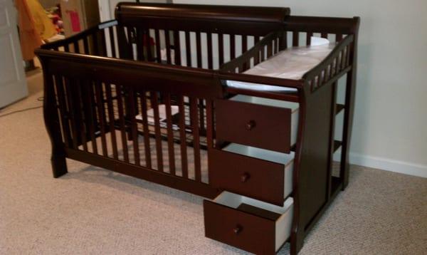 Baby Crib And Dresser Combo