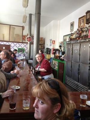 El vizcaino bares de barrio sevilla yelp for Servicio tecnico jane sevilla calle feria