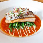 Baked Fillet of Salmon with Green Beans and Avocado Salsa
