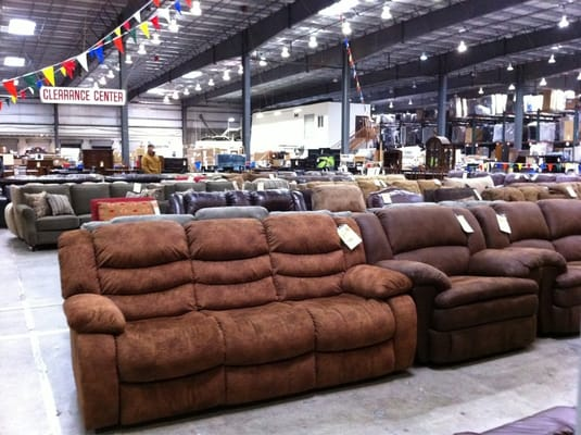Beck S Furniture Folsom Blvd United Furniture Industries 7533 Br Transitional Loveseat 00 013