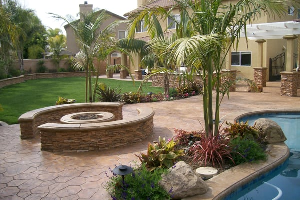 Beautiful tropical themed yard with gas fire pit with for Tropical themed kitchen
