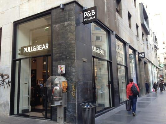 Pull bear abbigliamento maschile centro storico for Bershka via torino
