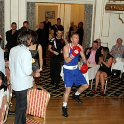 Dinner boxing events