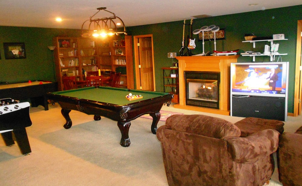 Gatlinburg game room with fireplace pool table nintendo for Big game room