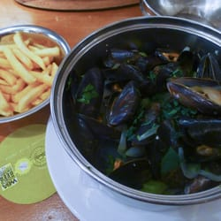 A kilo of the classic mussels