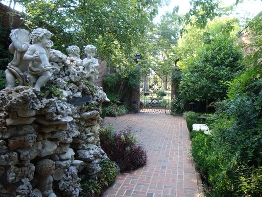 Biedenharn museum gardens museums monroe la yelp for The gardens at monroe
