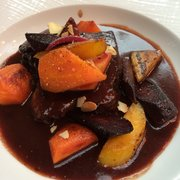 Braised beef cooked in red wine