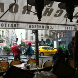 A rainy day is a perfect time to rest at a cafe.