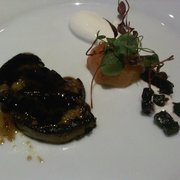 Foie a la parilla con melocoton asado y ensaladita de hierbas (seared foie gras with roasted plum and beetroot salad)