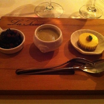 Appetizer of black pudding, pea soup and flan