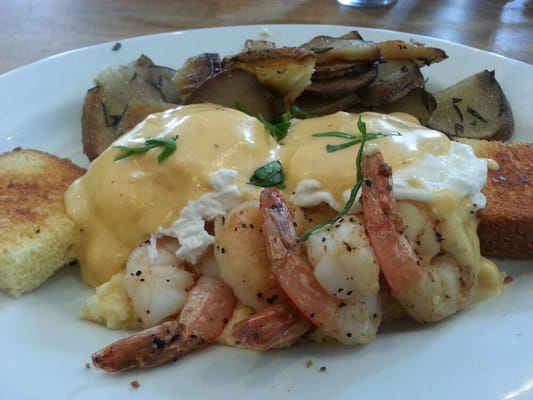 Shrimp and grits benedict
