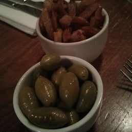 Starter olives and crispy pork skin