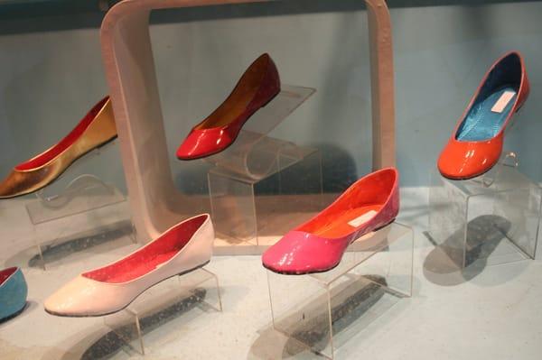 Shoe-Nami: Photos