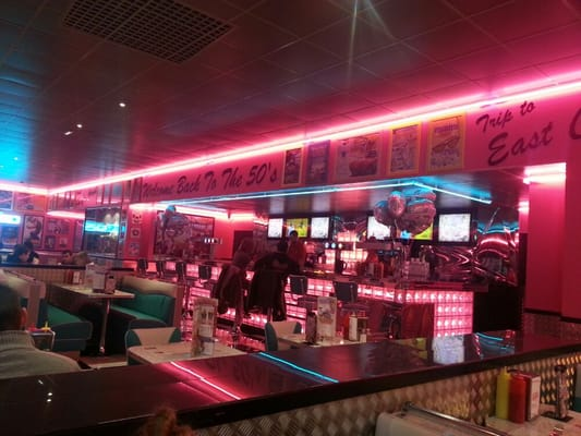 Tommy's Diner  Cafes  Les Clayes sous Bois, Yvelines  ~ Restaurant Clayes Sous Bois