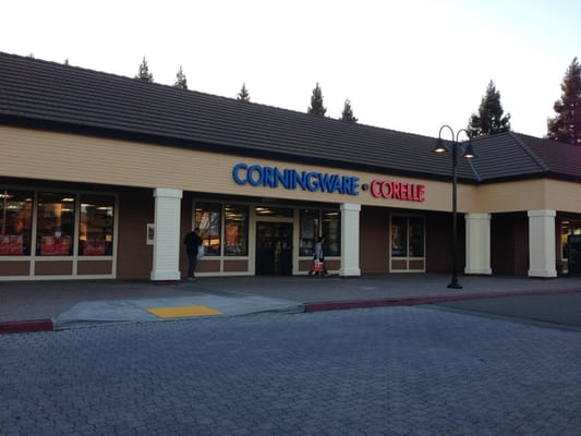 Corningware Corelle Revere Outlet at Grapevine Mills Pkwy, Grapevine, TX store location, business hours, driving direction, map, phone number and other services.