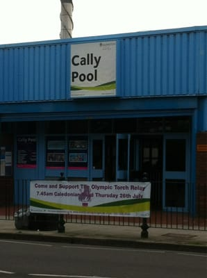 The functional Cally Pool on Caledonian Road - a little oasis in the wild west!