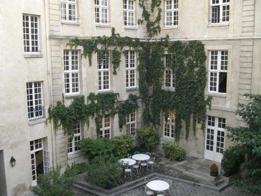 Auberge de jeunesse mije fourcy hostels marais paris for Auberge de jeunesse la maison paris