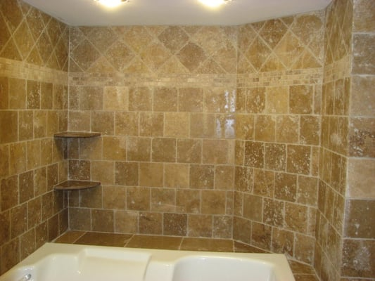 Travertine Wal Tile With Mosaic Border And Diagnal Pattern