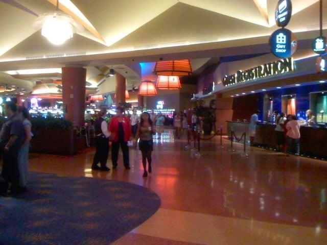 Morongo casino food court hours