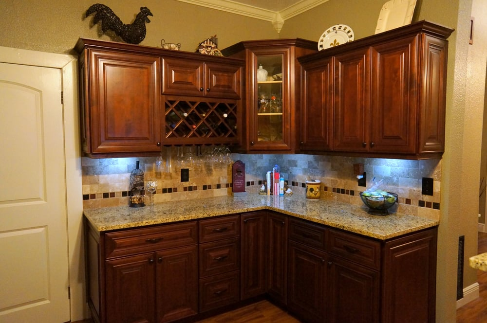 Mahogany Cherry Kitchen Cabinets 3CM New Venetian Gold Granite