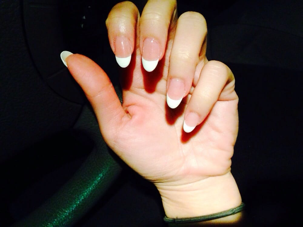 French Tip Almond Nails Almond nail with french tip.