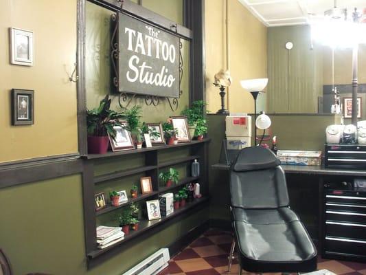 Gallery tattoo shop interior design ideas - Tattoo studio decor ...