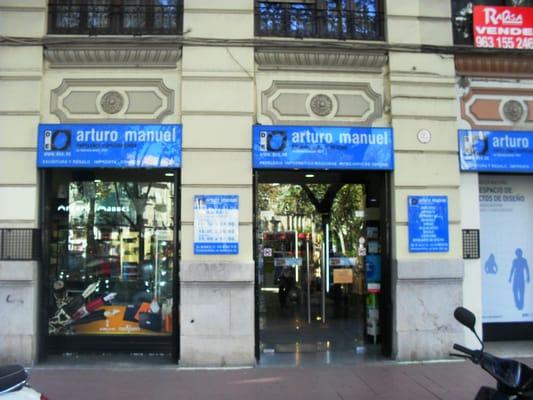 Arturo manuel bot nic la petxina valencia yelp for Material oficina valencia