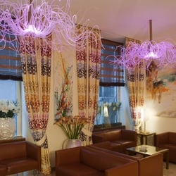 Small Luxury Hotel Das Tyrol Wien - Reception, Hotellobby, Medusa-Lights pink