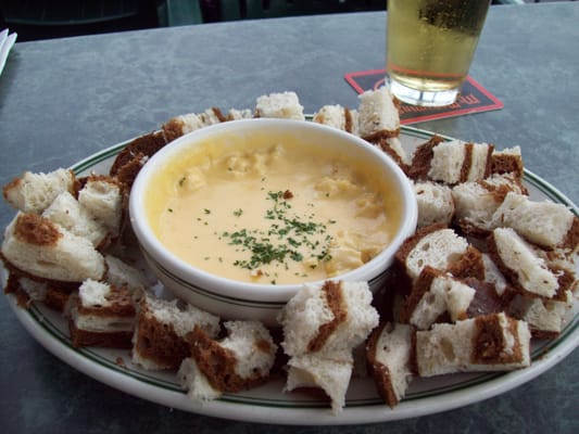 Brewer's Crab Fondue Pot creamy sharp cheddar & ale with crab meat ...