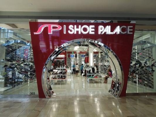 Shoe Palace - Las Vegas, NV, United States. Now THAT'S a shoe