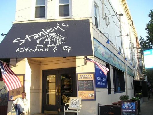 Stanley S Kitchen And Tap Lincoln Park Chicago Il