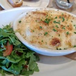 Crab Mac  Cheese + Arugala salad by Trinh T.