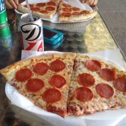 Joey Brooklyn's Famous Pizza logo