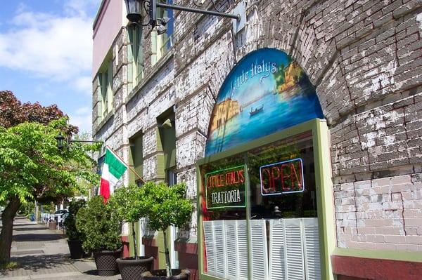 Big Italian Restaurants Near Me: Little Italy's Trattoria - Vancouver, WA