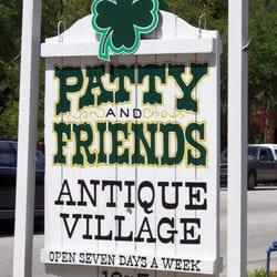 Patty & Friends Antique Mall logo