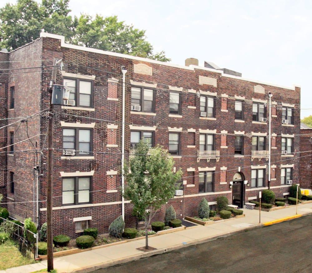 Columbia Park Apartments: Heath Court Apartments At 110 E. Columbia Avenue